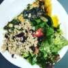Mix sałat-z pęczaku z żurawiną i zielonej sałaty z arbuzem i pestkami słonecznika