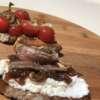 Smaki Toskanii – bruschetta z ricotta, konfiturą z cebuli i anchois